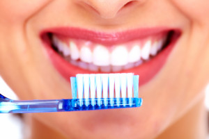 8 种简单的方法来预防蛀牙和牙龈疾病