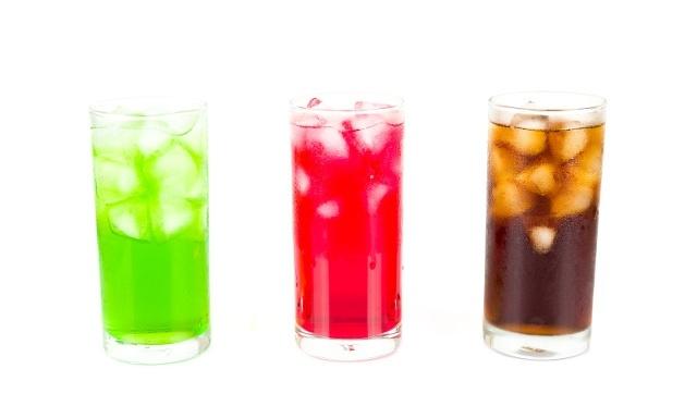 国外研究:含糖饮料可能会损伤你的大脑,导致中风和失智症