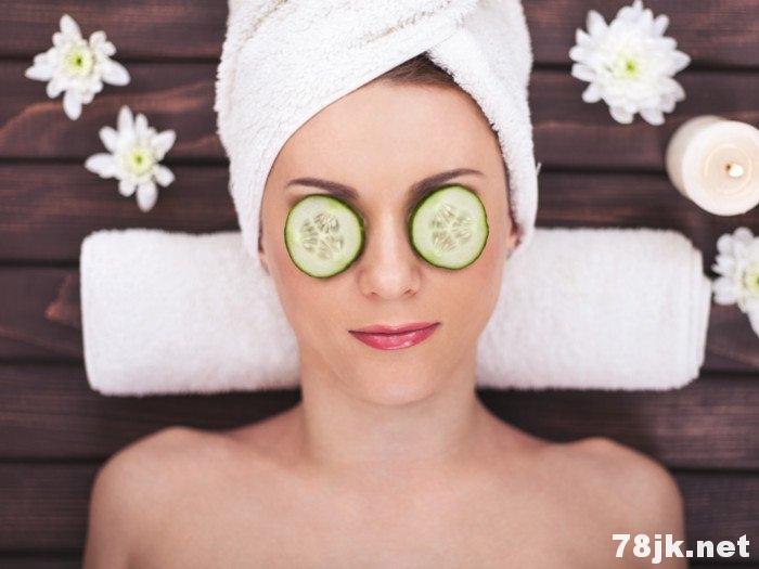 黄瓜敷眼睛:治疗黑眼圈、浮肿、红肿、皱纹
