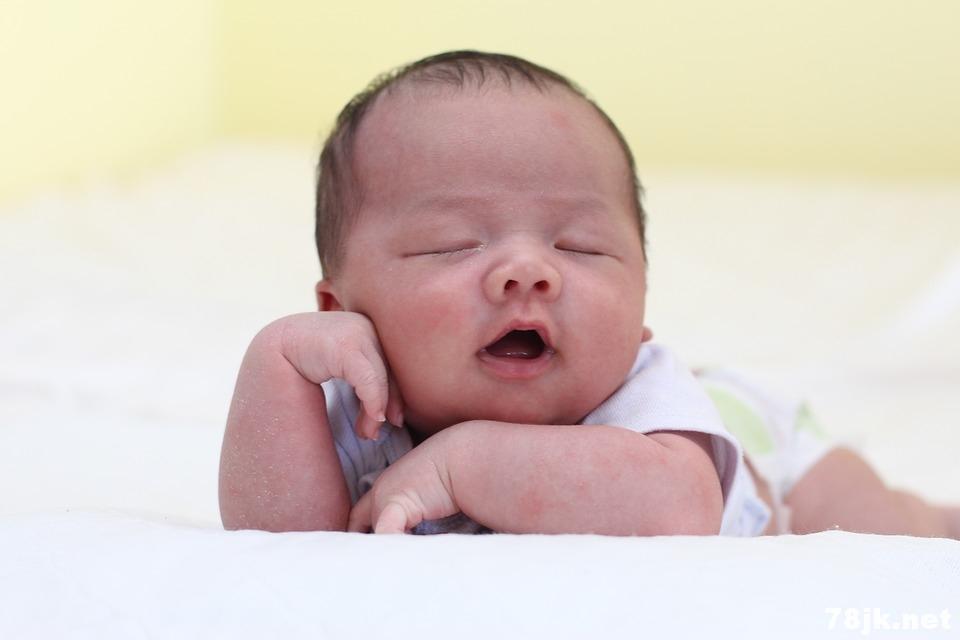 寶寶經常抓耳朵、用手打頭怎麼辦?