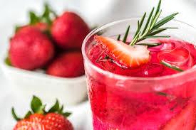 草莓汁的 8 个神奇的好处和功效(以及用途和副作用)