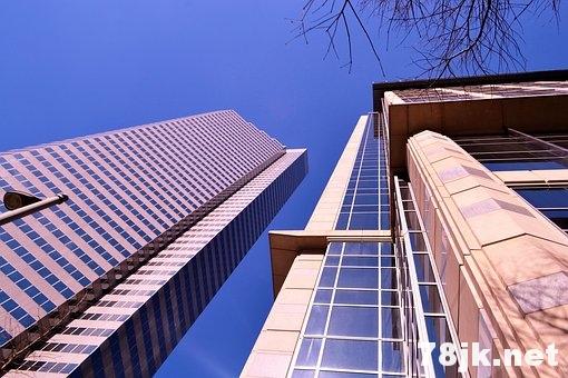 在地震中身处高楼大厦,应该逃跑还是呆在原地?