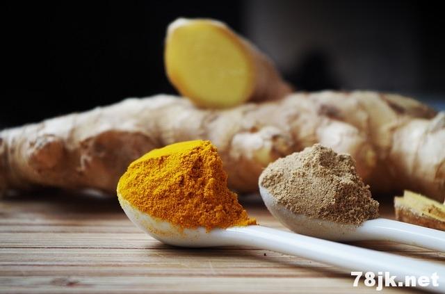 食用姜黄前必须知道的 5 个姜黄的副作用