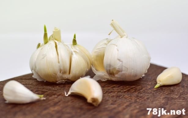 大蒜汁的 20 个神奇的功效与作用