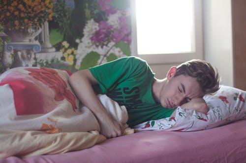 日夜颠倒上班超难睡 医授1招激活大脑助好眠 有效改善焦虑症