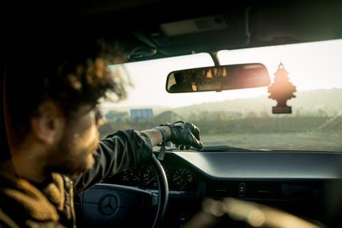 交通拥挤的坏处:对心理健康和压力造成坏影响