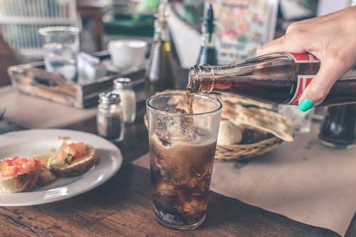 研究表明,喝含糖饮料会增加患心脏病的风险
