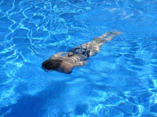 女人会因为泳池游泳而怀孕吗_权威解释